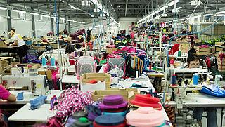 Kledingbedrijven maken productielocaties openbaar