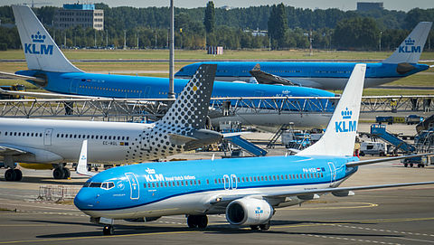 Consumentenbond dreigt met rechtszaak tegen KLM}