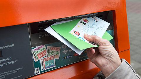 PostNL bezorgt minder kerstkaarten, Sandd drukt postzegels bij}