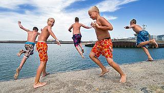Reddingsbrigade: Ga niet zwemmen bij bruggen en sluizen