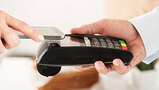 Steeds meer Nederlanders betalen met mobiel