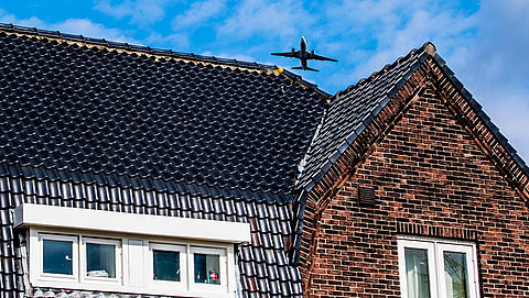 Proef met nieuwe bouwmethoden tegen vliegherrie Schiphol}
