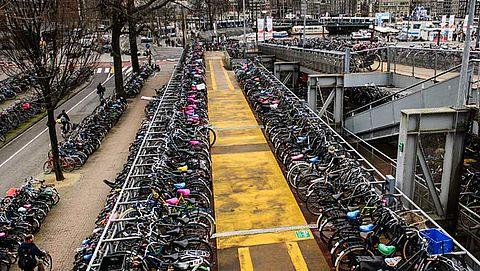 Meer fietsparkeerplekken stations