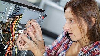 Driehoekige schroeven en verlijmde onderdelen: fabrikanten moeten reparaties beter mogelijk maken