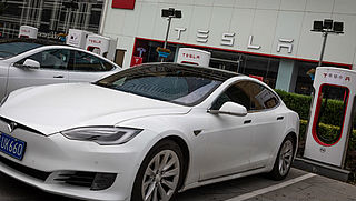 Tesla wil auto's zelf repareren na aanrijding