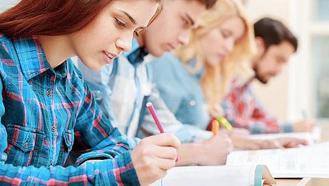 Schoolexamens gaan door, al dan niet uitgesteld