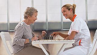 Dementen beter in de gaten houden levert grote besparing op