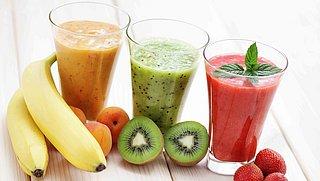 Hoe gezond zijn smoothies eigenlijk? En waar moet je op letten als je ze zelf maakt?