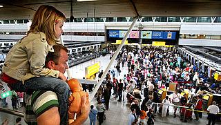 'Toon aan dat je met je kind mag reizen'
