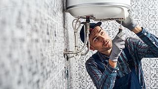 Wat doe je als je een loodgieter of een andere servicemonteur nodig hebt?