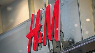 H&M zet duurzame stap en doet plastic zakken voor pakketjes in de ban
