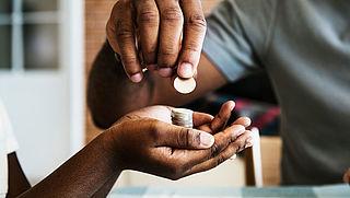 Scholieren vinden dat ze geld tekortkomen, ondanks dat ze meer te besteden hebben