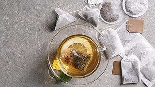 Plastic binnenkrijgen door het drinken van een kopje thee? Dit moet je weten