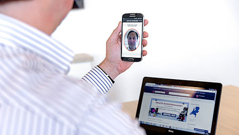 'Gezichtsherkenning smartphone te kraken met een pasfoto'