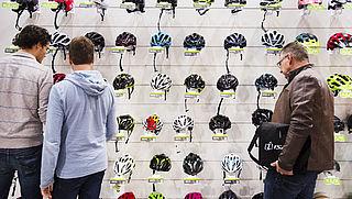 'Verplicht helm bij e-bike en racefiets, niet bij stadsfiets'