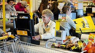Jumbo opent tweehonderd nieuwe 'kletskassa's'