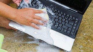 Vieze laptop van al het thuiswerken? Met deze tips glanst jouw laptop weer als nooit tevoren!