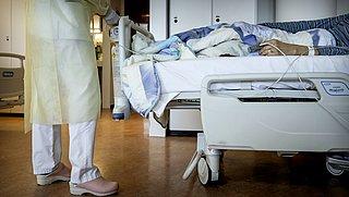 'Bijna helft COVID-19-patiënten kampt tijdens ontslag uit ziekenhuis nog met complicaties'