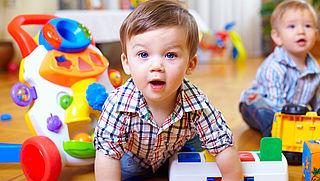 VVD: Baby's aanmelden voor school is te vroeg