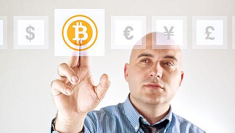 Bitcoinwaarde door grens 2000 dollar}