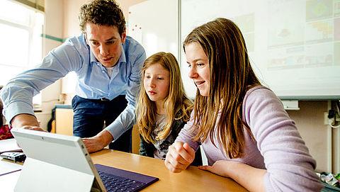 Leerlingen krijgen te weinig les in digitale ontwikkelingen}