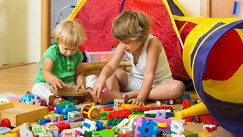 NVWA: 'Houten rode schoolbus' en 'trekdiertjes' gevaarlijk speelgoed}