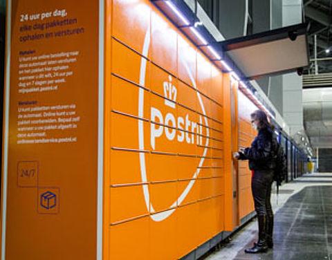 PostNL installeert pakketautomaten op grote stations}