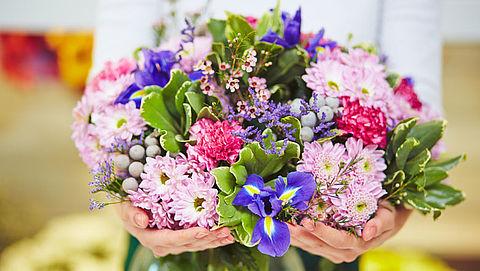 Hoe houd je je bloemen langer mooi?