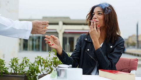 Amsterdammers willen roken in openbare ruimtes terugdringen}