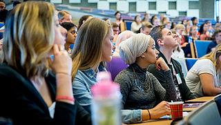 Collegegeld bij Erasmus Universiteit veel te hoog volgens minister