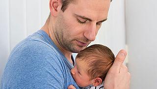 'Vader moet bij geboorte automatisch ouderlijk gezag krijgen'