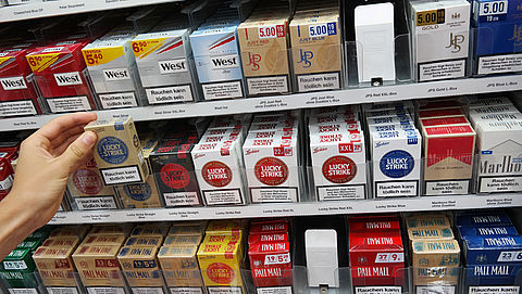 Van Rijn wil dat tabaksdisplays snel verdwijnen}