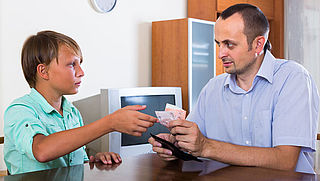Ouders voeren vaker regie over geldzaken puber