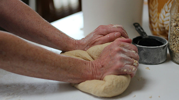 Zelf brood bakken? Met dit recept lukt het!