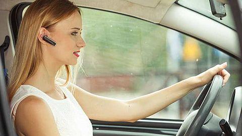 Risico ongeval groter bij handsfree bellen