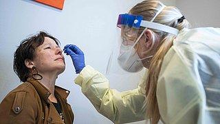 Kun je door een vaccinatie positief testen op het coronavirus?