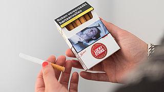 Blokhuis wil saai sigarettenpakje