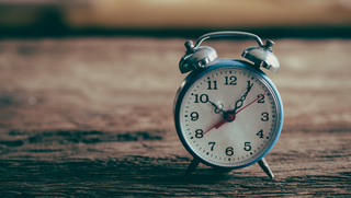 Klok gaat dit weekend vooruit: uurtje korter slapen