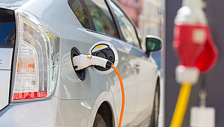 'Overheid moet duidelijkheid scheppen over stimuleringsmaatregelen schone auto's'