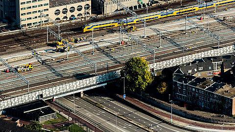 ProRail waarschuwt voor trillingen bij nieuwe huizen langs spoor}