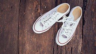 Witte sneakers schoonmaken? Zo doe je het!
