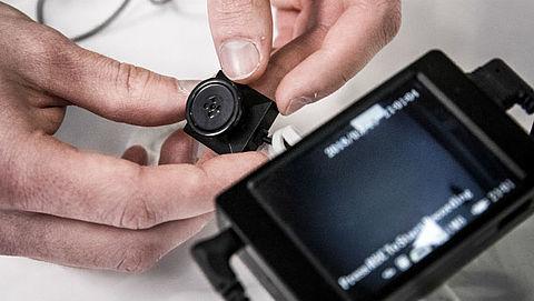 'Sociale diensten sporen met verborgen camera en gps-tracker bijstandsfraude op'