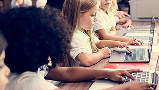 Grote gemeentelijke verschillen in vergoeding schoollaptops