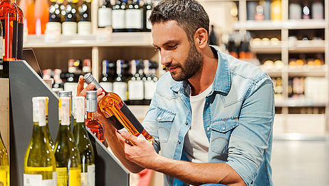 Van Rijn wil alcoholaccijns verder verhogen}