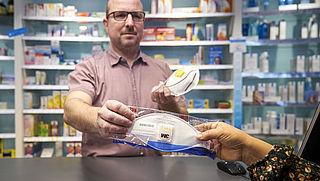 Uitverkochte mondkapjes tegen corona: kopen tegen beter weten in