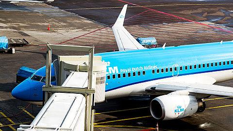 KLM en Transavia stoppen met verkoop van sigaretten in vliegtuig}