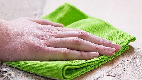 Vaatdoekjes en snijplanken: hoe houd je die bacteriebronnen schoon?