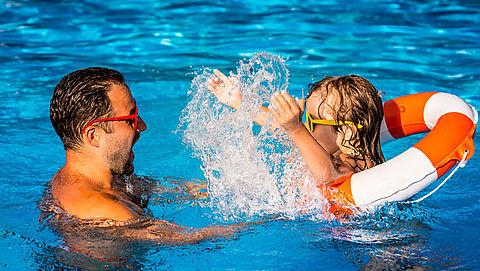 Kleine zwembaden dreigen kopje onder te gaan door verplichte strengere controles