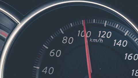 Maximumsnelheid wordt 100 kilometer per uur, behalve 's avonds en 's nachts
