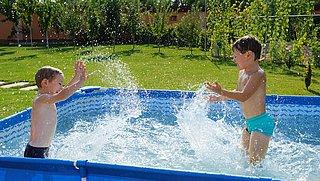 Zwembadje in tuin? Zo voorkom je bacteriën en waterbesmetting